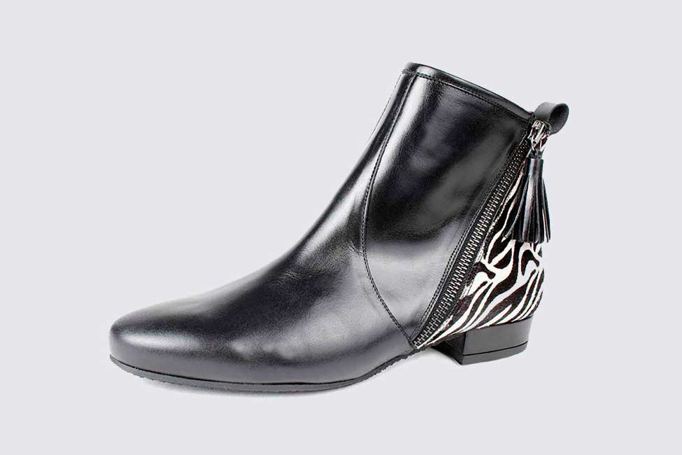 Small Size ankle leather bootie zebra